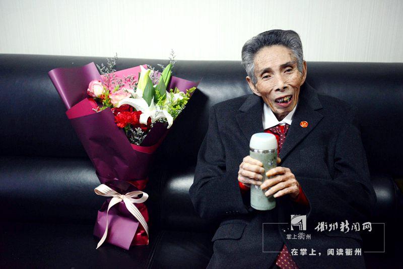 谢高华今天赴京 入选改革开放杰出贡献表彰对象
