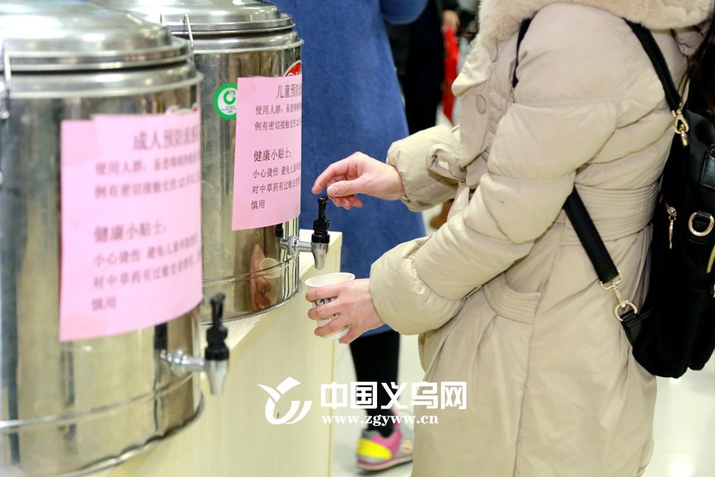 【十八力】流感强势来袭 义乌中心医院免费提供预防感冒中药茶