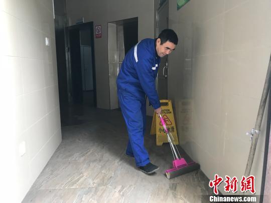 义乌一环卫工春节坚守岗位 近20年未曾回老家过年