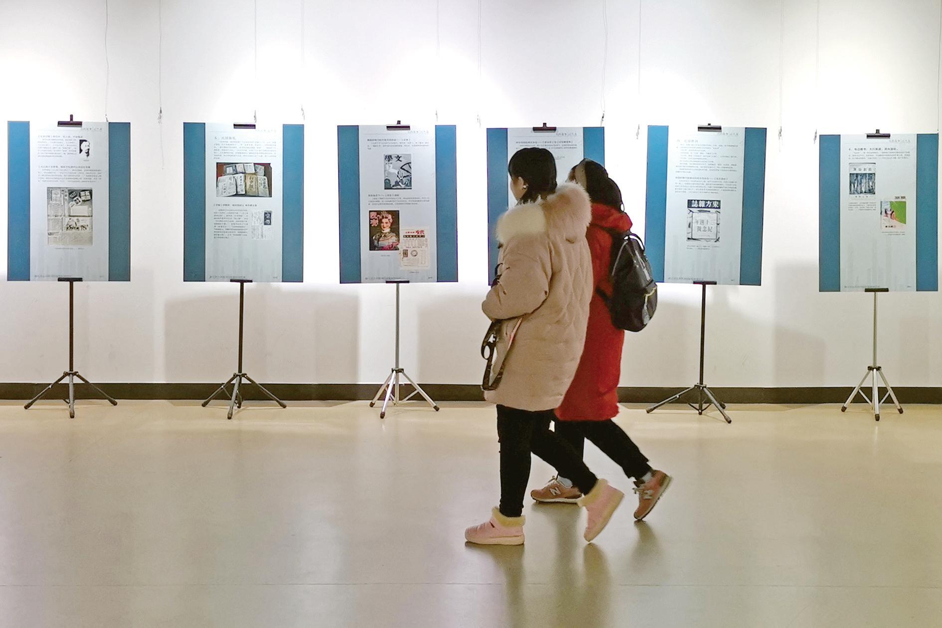 """义乌市图书馆开展""""书的故事""""图片展"""