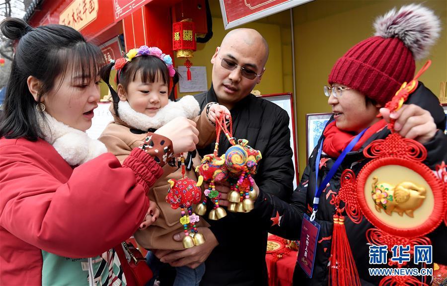 西安:新春庙会品年俗