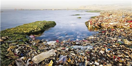 牙膏化妆品在污染大海