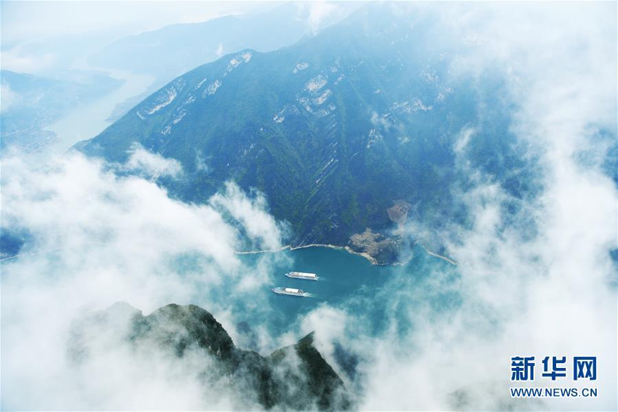 云雾缭绕瞿塘峡