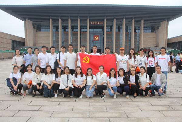 红船依旧 精神永恒——陆港电商小镇党员参观嘉兴南湖