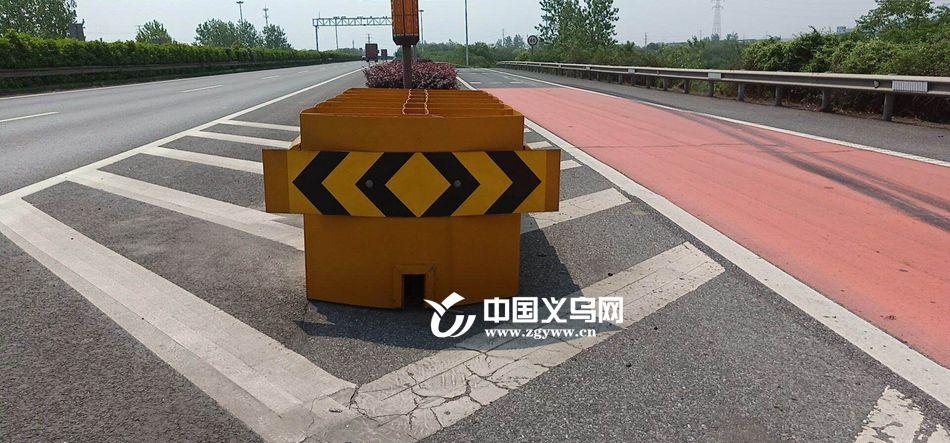甬金高速金华段有了一批¡°黄小方¡± 可导向还防撞