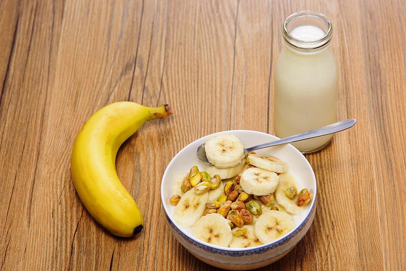 吃完香蕉半小时内喝酸奶会激活癌细胞?听听营养科医生怎么说