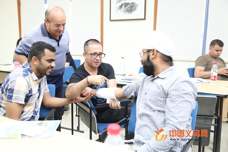 义乌外国人学习大讲堂开课 40余名外国人齐学健康小知识