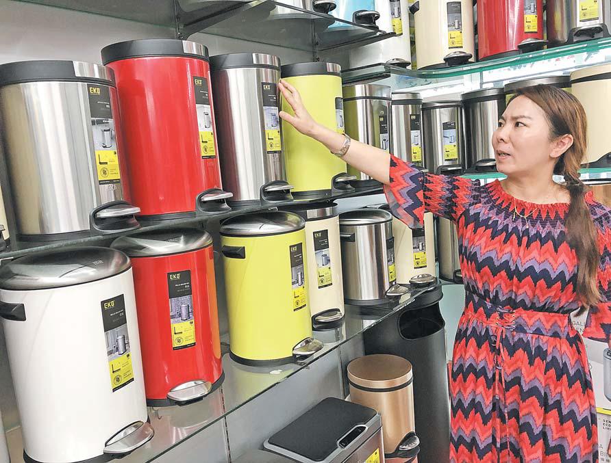 垃圾分类成新时尚 义乌市场分类垃圾桶销售迎来热潮