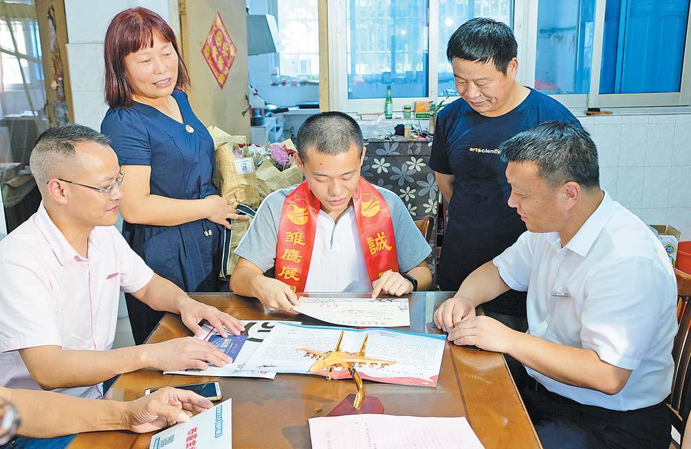 义乌市四名学生招飞被录