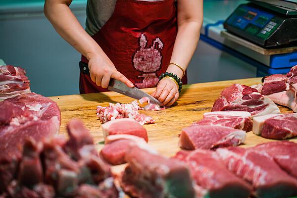 近来猪肉价格 有点高 生猪存栏量下跌是主因