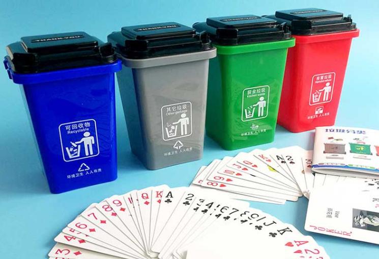 """日均销售四五千套 义乌市场热卖的""""垃圾分类纸牌""""火了"""