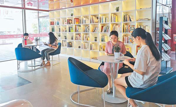"""义乌文化广场打造24小时""""幸福书柜"""" 捐5本书可获观演票"""