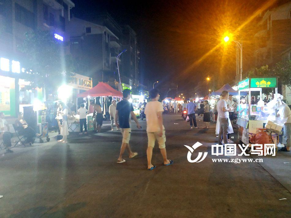 """义乌端头新村公共停车位""""租""""给小摊贩 市民困扰 社区无奈"""