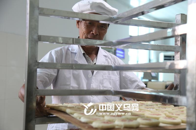 """香甜月饼垂涎欲滴 中秋临近义亭""""起酥""""来了"""
