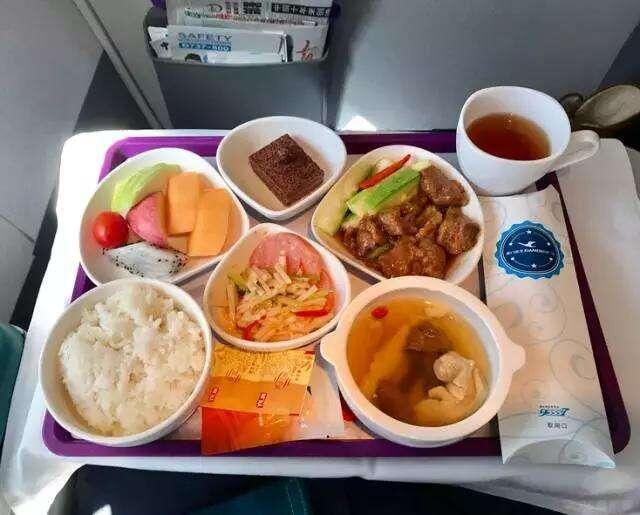"""越来越""""难做""""的航空公司 真的缩水了""""飞机餐""""?"""