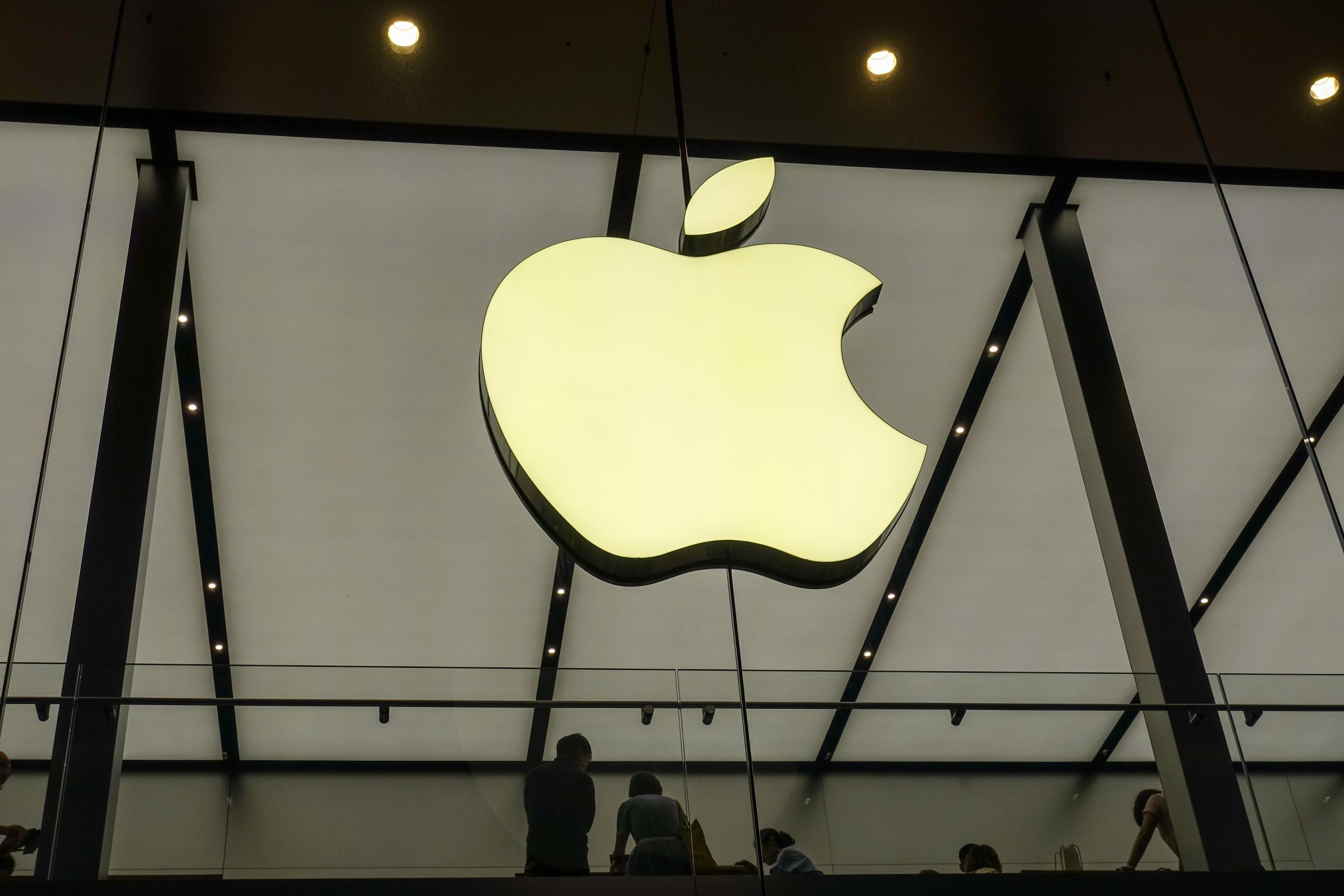 """苹果新机预售5分钟""""抢光"""" 国产厂商压力山大?"""
