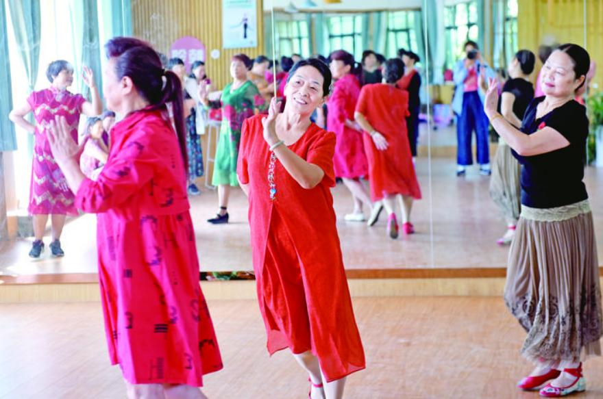 百灵歌舞团:十年义务演出数百场