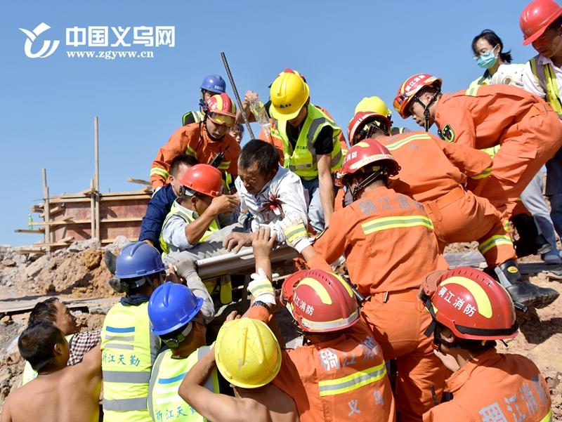 义乌男子被钢筋从腋下穿入颈部 目前正在医院抢救