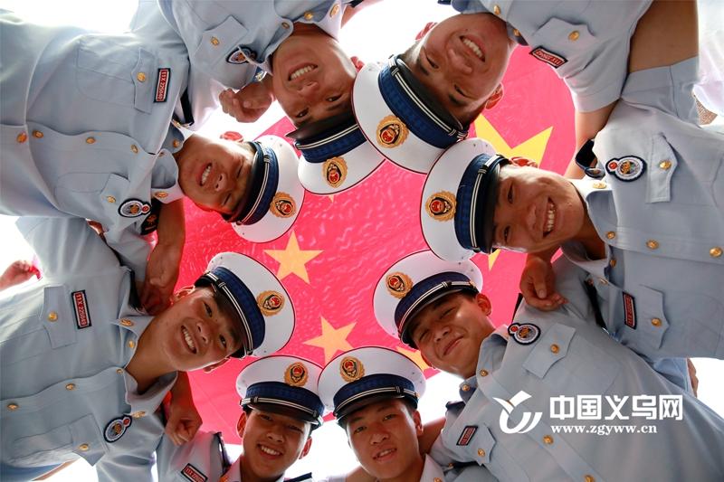 视频|义乌消防:与国旗合影 共抒爱国情 齐表祝福心