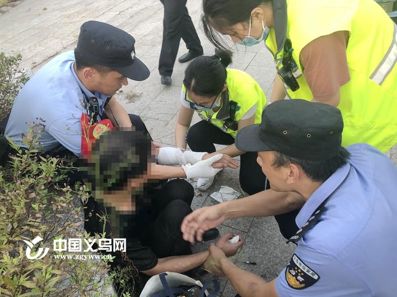 千钧一发!义乌民警徒手夺过醉汉割喉用的玻璃片