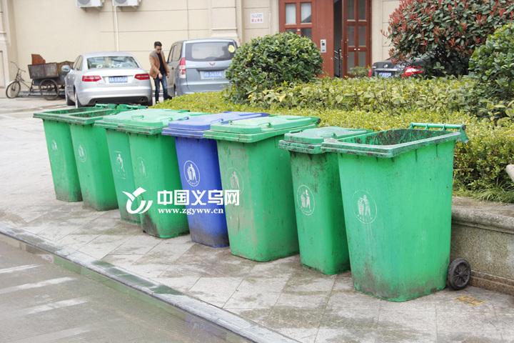 车辆随意停放 垃圾分类不达标 四季四区环境状况问题不少
