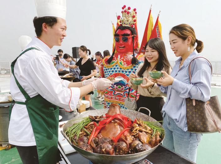 义乌人家门口品尝台湾美食