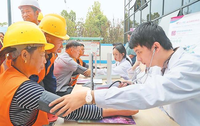 义乌:主题教育进工地