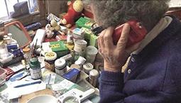 92岁杭州老奶奶花光一两百万买保健品 生活费只剩10块钱