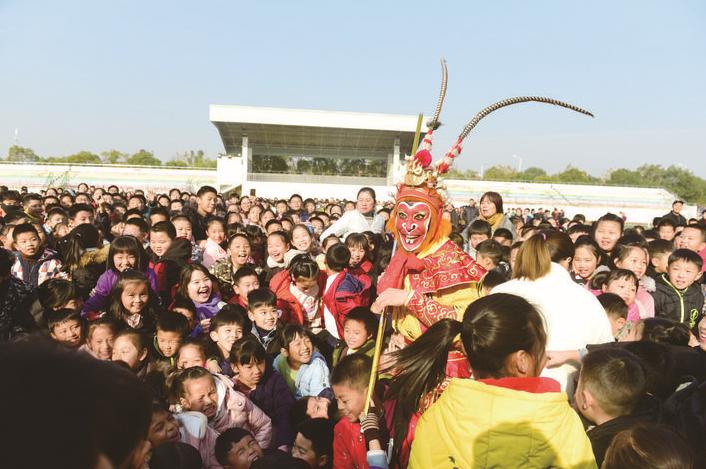 义乌:民俗文化节 学生乐翻天