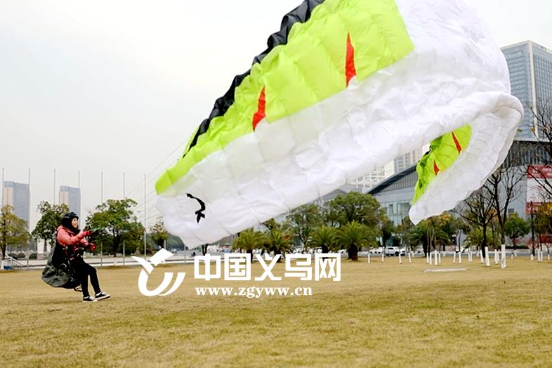 视频 | 在天空飞翔是一种怎样的体验?让这个90后姑娘告诉你