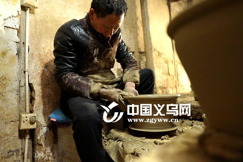 视频 | 义乌聋哑夫妇40多年匠心坚守千年陶艺