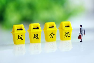 北京:旧垃圾桶全部粘贴覆盖新标识