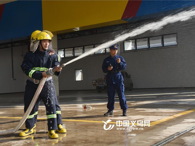 """义乌:245名""""草根""""消防员技能比武保平安"""
