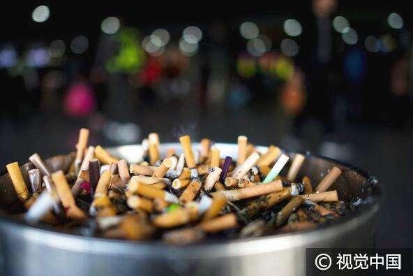 """义乌鸡鸣山社区开展""""烟头换鸡蛋""""活动 6位居民3天捡了4000个烟头"""