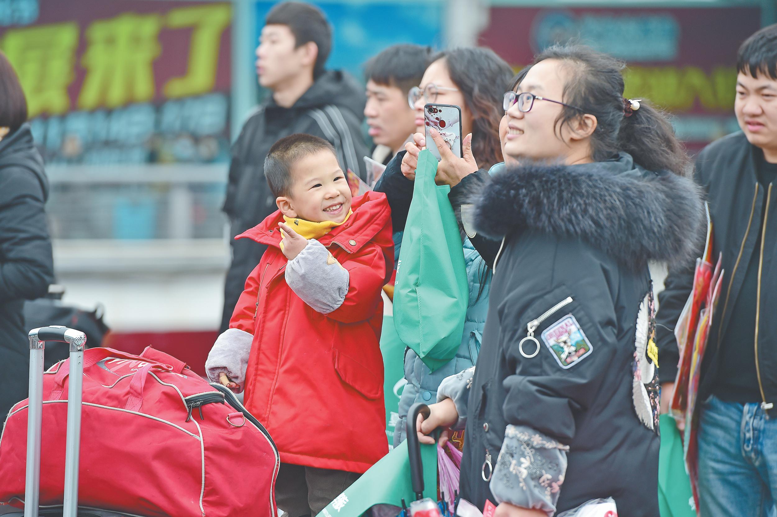 义乌:春运路上,幸福感满满