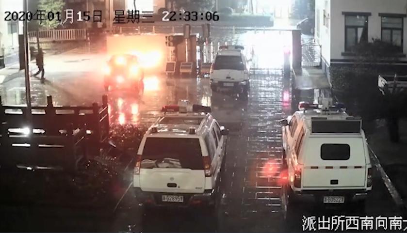 """义乌男子醉驾把车开进交警队 下车后称""""我是来接人的"""""""