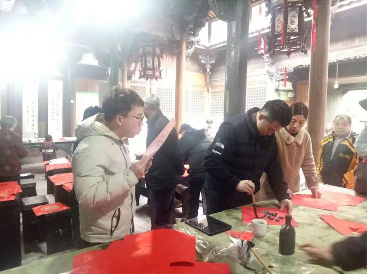 """【""""我们的中国梦""""——文化进万家】送祝福 迎平安 义乌上溪镇开展新春送春联活动"""