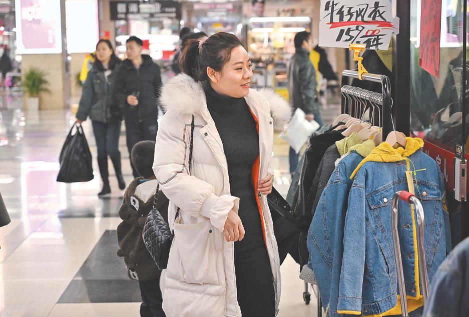 义乌:买新衣 过新年