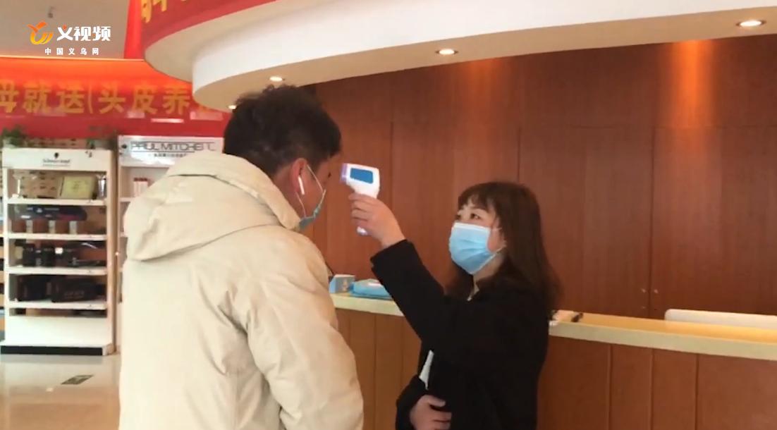 """记者探访丨特殊时期 义乌市民如何解决""""头""""等大事?"""