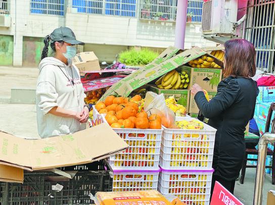 """保供应、促消费 """"流动超市""""进社区 火了商家乐了居民"""