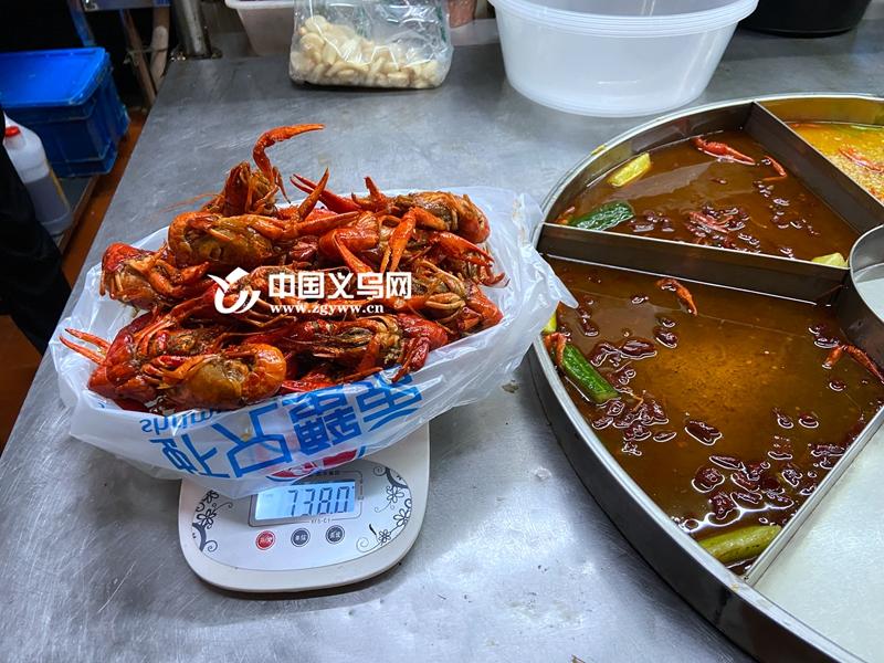 """不同的烹饪方式会让成品小龙虾""""瘦身""""多少?我们做了个实验"""