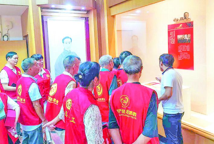 陈望道首译《共产党宣言》中文版100周年纪念展开幕