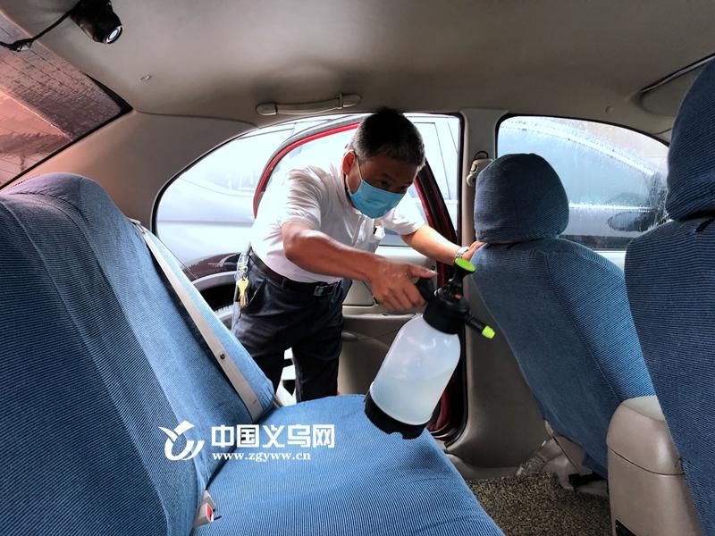【十八力】爱心送考11年 义乌出租车司机老金:只要还开车 就会干下去