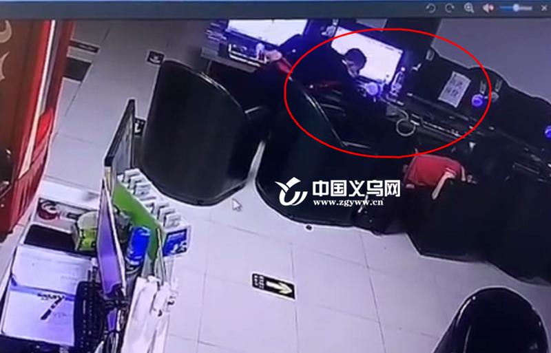 """义乌一小偷作案后遗弃随身物品 落网后称""""我的包太重了影响逃跑"""""""