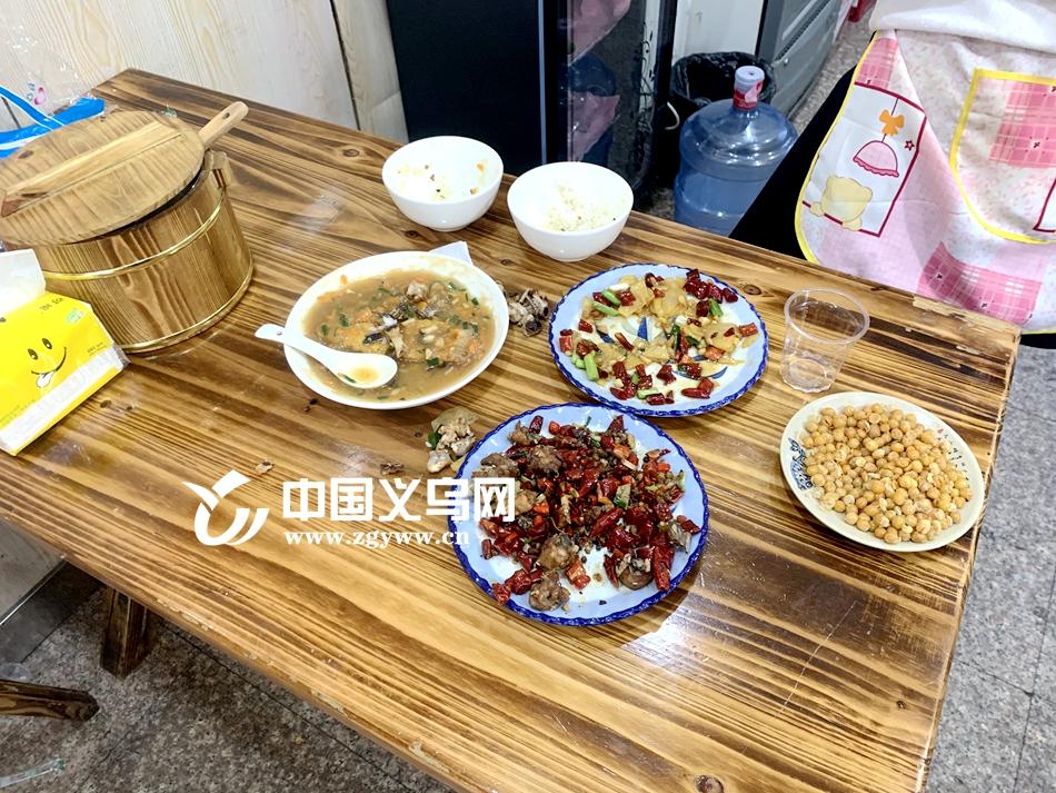 """义乌酒店餐馆浪费现象依然存在 留下一桌""""剩宴""""给谁吃?"""