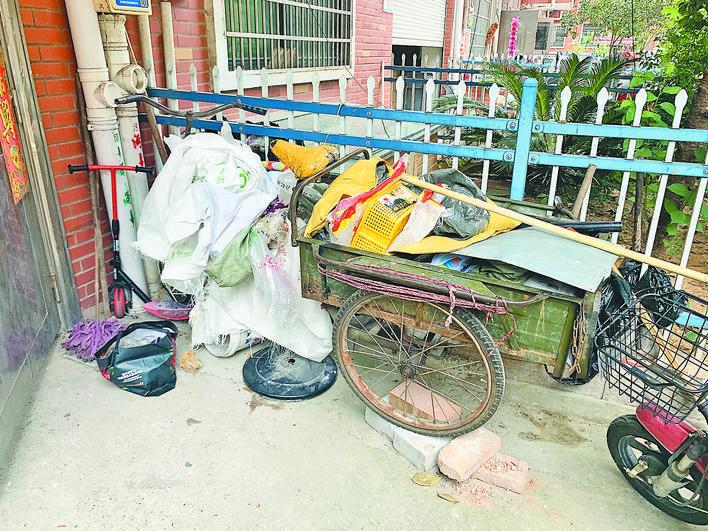 义乌楼下村四区:卫生脏乱差 垃圾不分类 车辆乱停放