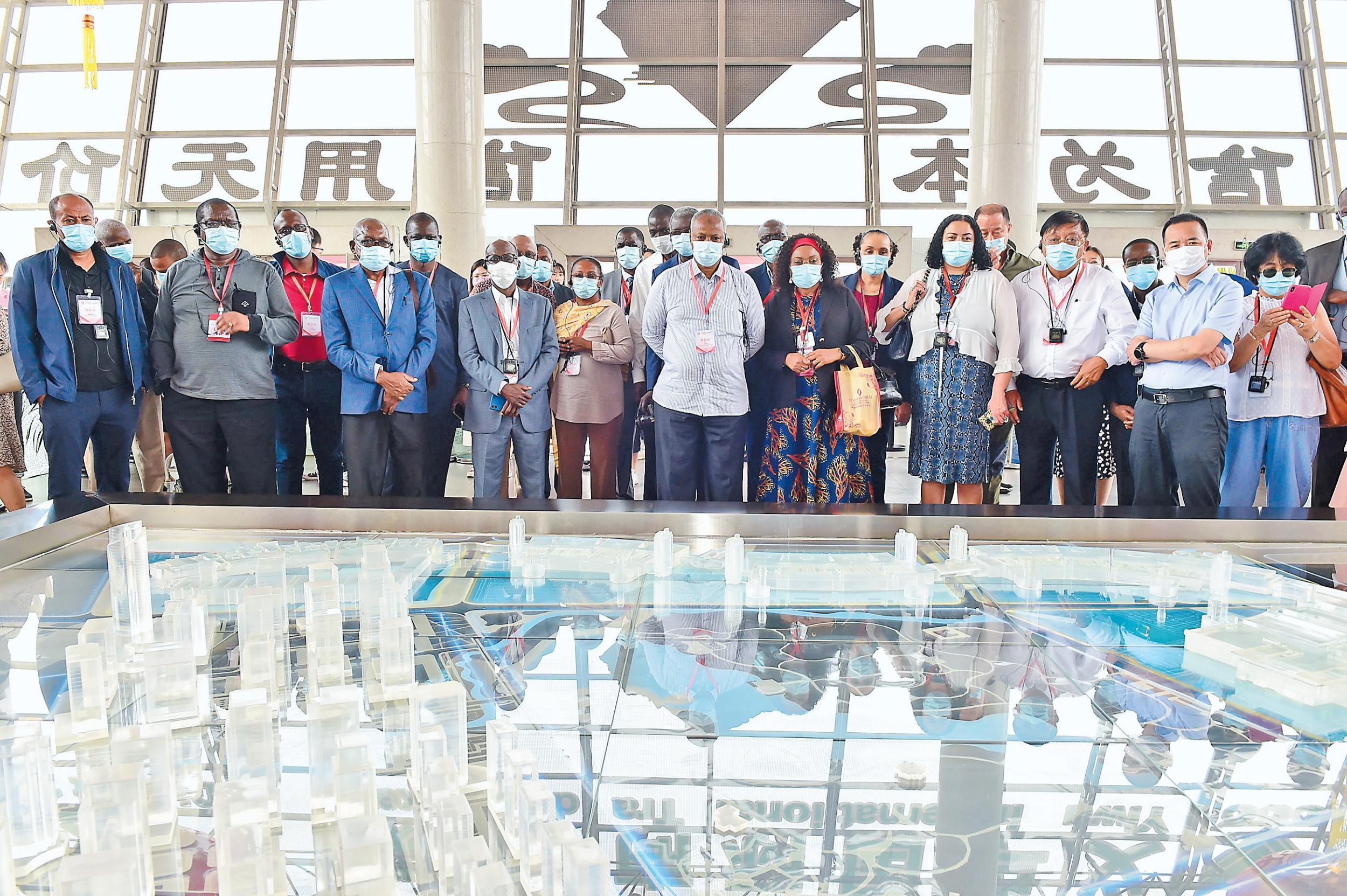 非洲国家驻华使节团参观义乌市场