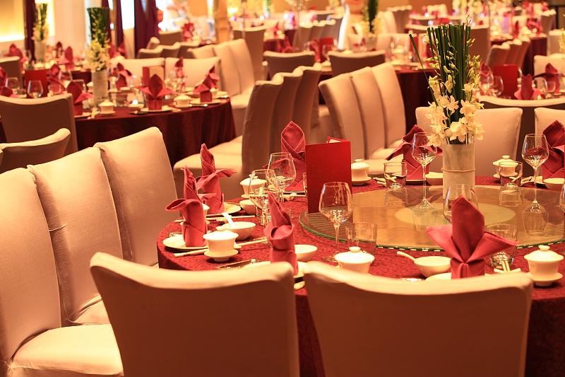 """几千元一桌的酒席剩下一大半 婚宴成义乌餐饮浪费""""重灾区"""""""
