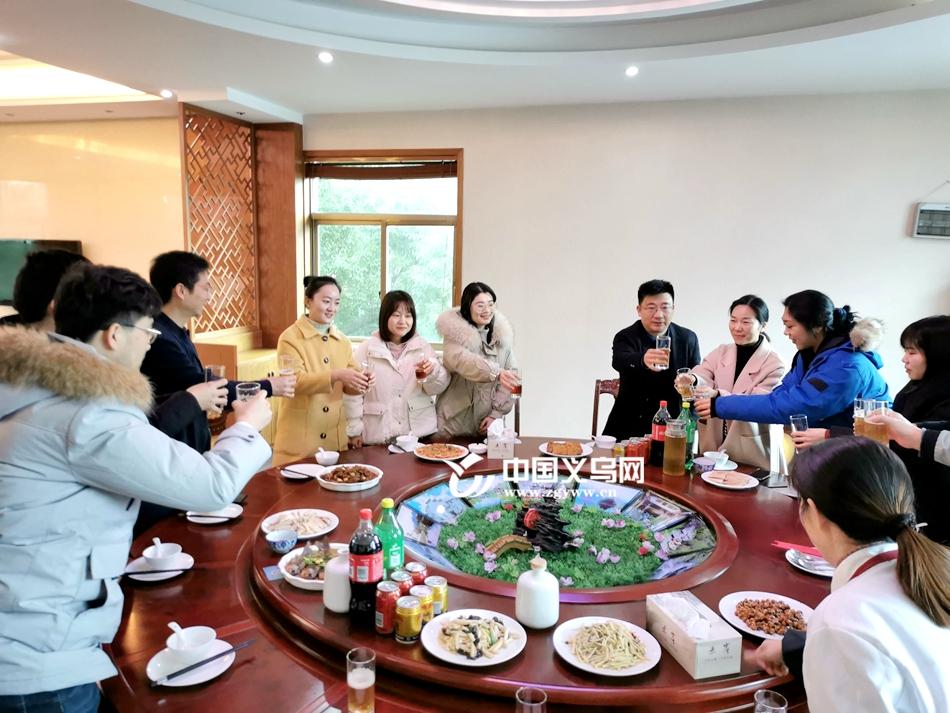 【网络中国节·春节】义乌赤岸镇校同吃年夜饭 共勉新年齐奋进