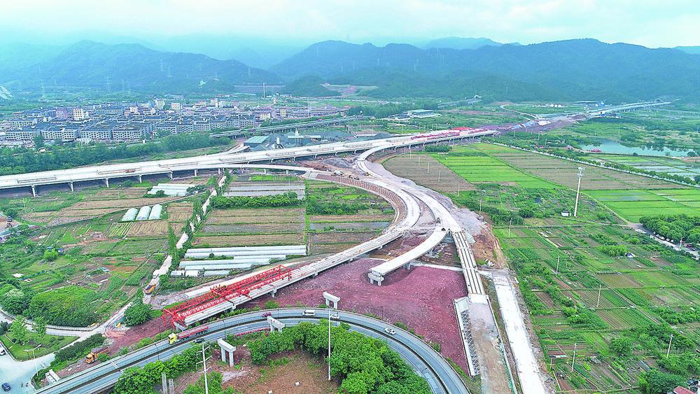 江东连接线工程辅道建设全面铺开